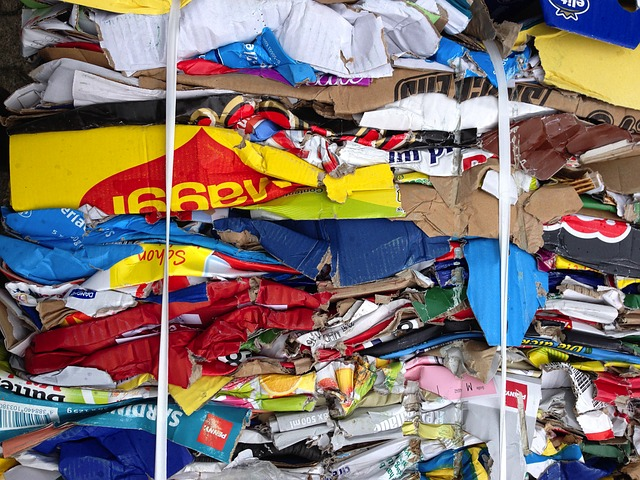 Muistilista kierrätykseen – kartonki ja muovi